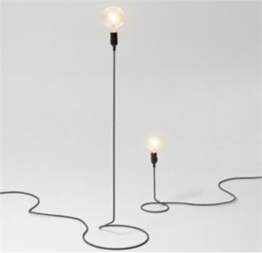 gl hbirne mit kabel h nge tisch und bodenleuchten im gl hbirnenstil. Black Bedroom Furniture Sets. Home Design Ideas