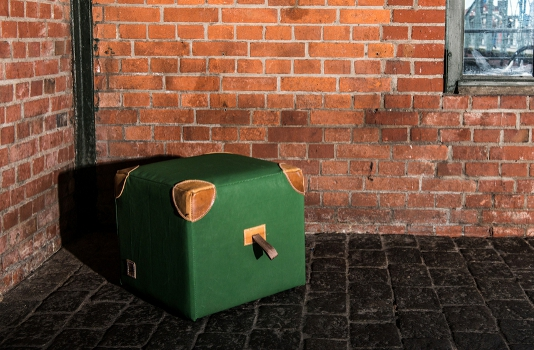 aus alten turnmatten gen hte sitzw rfel und sitzb nke. Black Bedroom Furniture Sets. Home Design Ideas