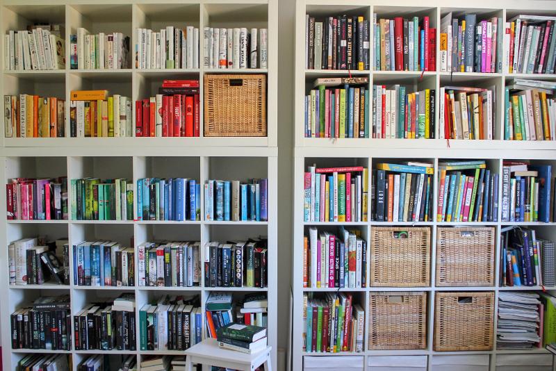 Bücherregal weiß einrichten